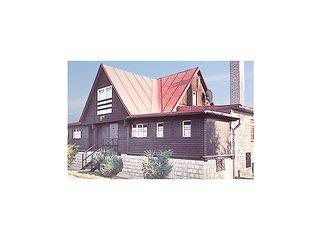 Nice home in Mlynceky w/ 6 Bedrooms