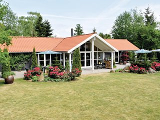 Beautiful home in Knebel w/ Sauna, WiFi and 4 Bedrooms