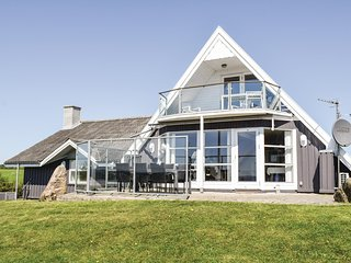 Stunning home in Ebeltoft w/ Sauna, WiFi and 5 Bedrooms (E4334)