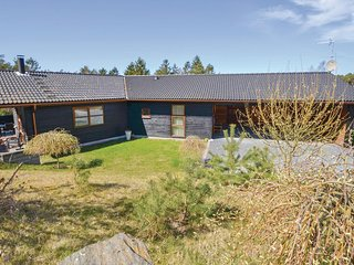 Amazing home in Ebeltoft w/ Sauna, 4 Bedrooms and WiFi