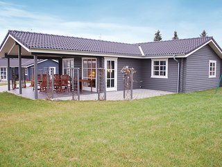 Nice home in Rønde w/ WiFi and 4 Bedrooms (E4507)