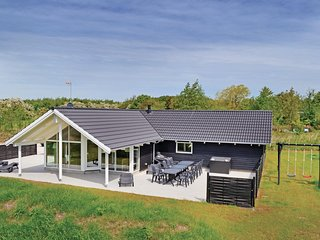 Awesome home in Ebeltoft w/ Sauna, WiFi and 4 Bedrooms