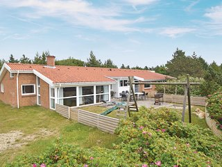 Amazing home in Blåvand w/ Sauna, WiFi and 5 Bedrooms (P32359)