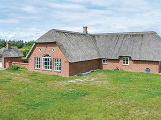 Beautiful home in Ulfborg w/ Sauna, WiFi and 7 Bedrooms