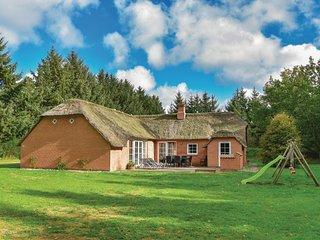 Nice home in Ulfborg w/ Sauna, WiFi and 5 Bedrooms