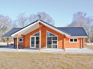 Nice home in Glesborg w/ Sauna, WiFi and 3 Bedrooms (E5182)