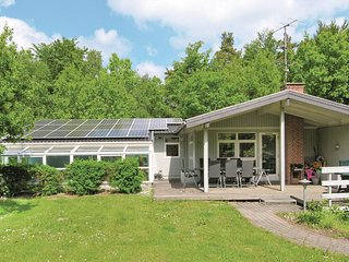 Beautiful home in Glesborg w/ Sauna, WiFi and 5 Bedrooms