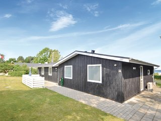 Stunning home in Glesborg w/ Sauna, WiFi and 4 Bedrooms