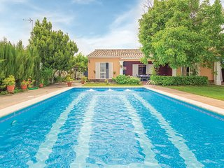 Stunning home in Palma del Río w/ 4 Bedrooms