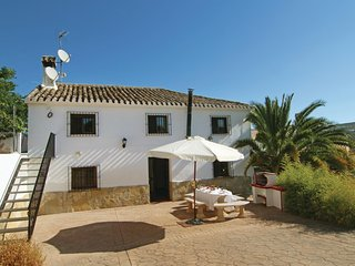 Beautiful home in Sileras-Almedinilla w/ WiFi and 6 Bedrooms (EAC093)