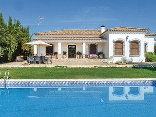 Amazing home in Palma del Río w/ WiFi and 4 Bedrooms