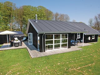 Amazing home in Aabenraa w/ Sauna, WiFi and 4 Bedrooms