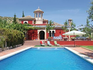 Beautiful home in Baena w/ 6 Bedrooms and Outdoor swimming pool