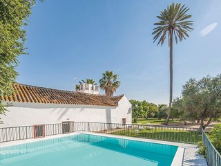 Stunning home in La Campana, Sevilla w/ 5 Bedrooms (EAC219)