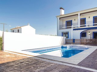 Amazing home in Azuel, Cordoba w/ WiFi and 6 Bedrooms