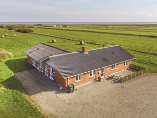 Beautiful home in Ringkøbing w/ Sauna, WiFi and 5 Bedrooms