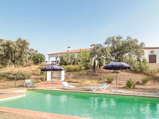 Amazing home in Posadilla w/ WiFi and 7 Bedrooms