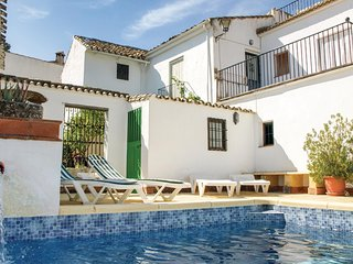 Beautiful home in Castil de Campos w/ WiFi and 5 Bedrooms
