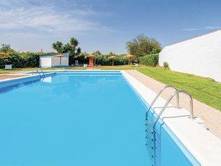Amazing home in Huevar del Aljarafe w/ 3 Bedrooms