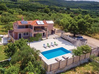 Stunning home in Tribunj w/ WiFi and 4 Bedrooms