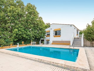 Stunning home in Tomares w/ WiFi and 7 Bedrooms