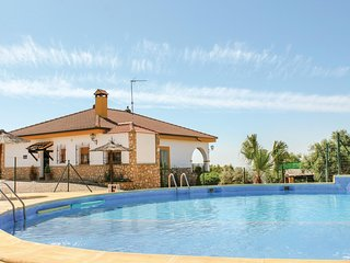 Beautiful home in Hornachuelos w/ WiFi, 8 Bedrooms and Outdoor swimming pool