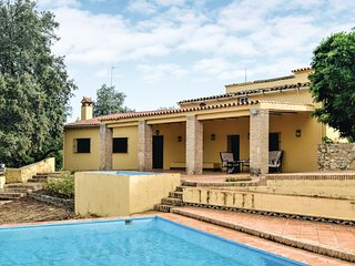 Nice home in Cortegana w/ 5 Bedrooms and Outdoor swimming pool