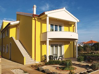 Amazing home in Tribunj w/ WiFi and 4 Bedrooms