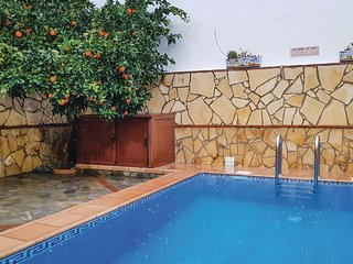 Amazing home in El Bosque w/ WiFi, 3 Bedrooms and Outdoor swimming pool