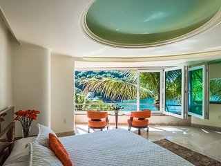 Luxury Suite with Garden, Ocean, and Beach view
