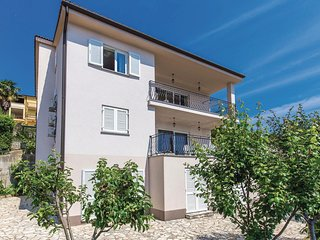 Stunning home in Icici w/ WiFi and 2 Bedrooms