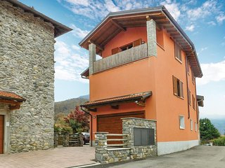 Awesome home in Brezzo di Bedero w/ 2 Bedrooms