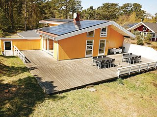 Beautiful home in Nexø w/ Sauna, WiFi and 5 Bedrooms