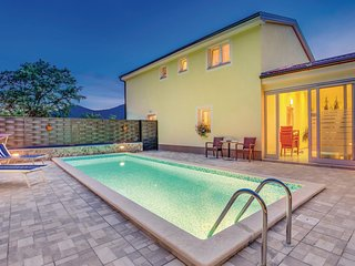 Amazing home in Jurdani w/ WiFi and 4 Bedrooms (CKO735)