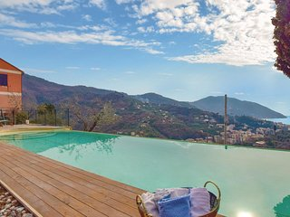 Awesome home in Recco -GE- w/ WiFi and 3 Bedrooms