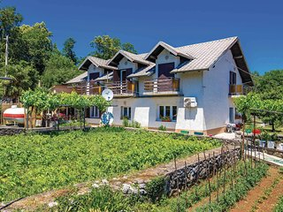 Beautiful home in Viskovo w/ WiFi and 2 Bedrooms