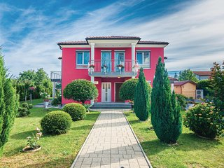 Amazing home in Viskovo w/ WiFi and 2 Bedrooms