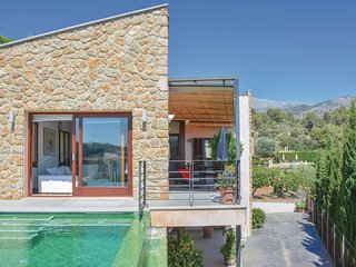 Awesome home in Mancor de la Vall w/ 3 Bedrooms