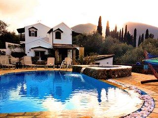 villa Claire-TOTAL PRIVACY close to resort