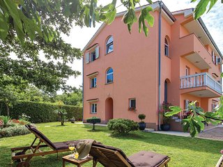 Beautiful home in Viskovo w/ WiFi and 3 Bedrooms