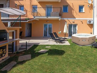 Awesome home in Kastav w/ Jacuzzi, WiFi and 3 Bedrooms
