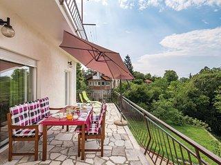 Amazing home in Jurdani w/ WiFi and 3 Bedrooms (CKO904)
