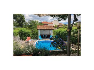 Stunning home in Viskovo w/ WiFi, 2 Bedrooms and Outdoor swimming pool