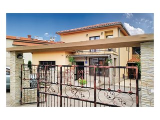Nice home in Jurdani w/ WiFi and 2 Bedrooms