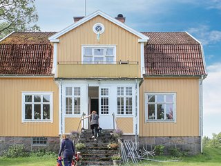 Awesome home in Älghult w/ Sauna and 5 Bedrooms