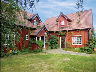 Nice home in Linneryd w/ Sauna, 11 Bedrooms and WiFi