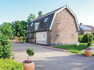 Nice home in Goudriaan w/ WiFi and 5 Bedrooms