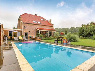 Awesome home in Sommelsdijk w/ WiFi, 2 Bedrooms and Outdoor swimming pool