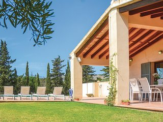 Nice home in Capdepera w/ 4 Bedrooms and WiFi