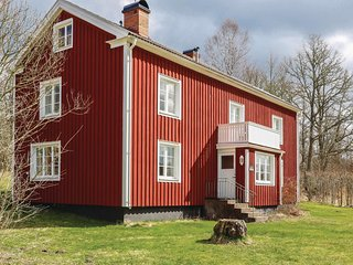 Awesome home in Hovmantorp w/ 4 Bedrooms